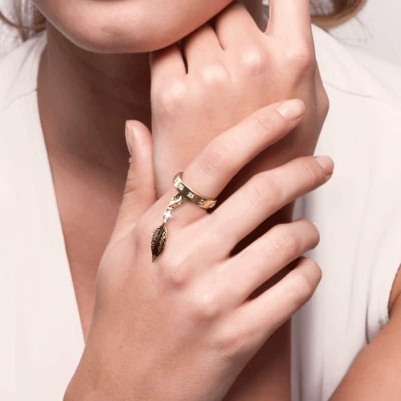 anello con piuma charm in argento 925 Thais Bernardes Gioielli