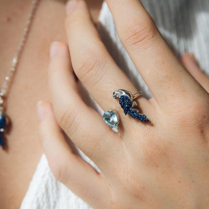anello contrarie con pappagallo blu in argento 925. Thais Bernardes Gioielli