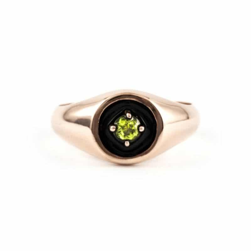 anello mini chevalier in oro 9K con peridoto Thais Bernardes gioielli